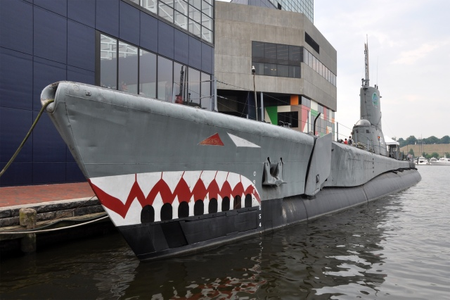 USS_Torsk_(SS-423)_in_Baltimore
